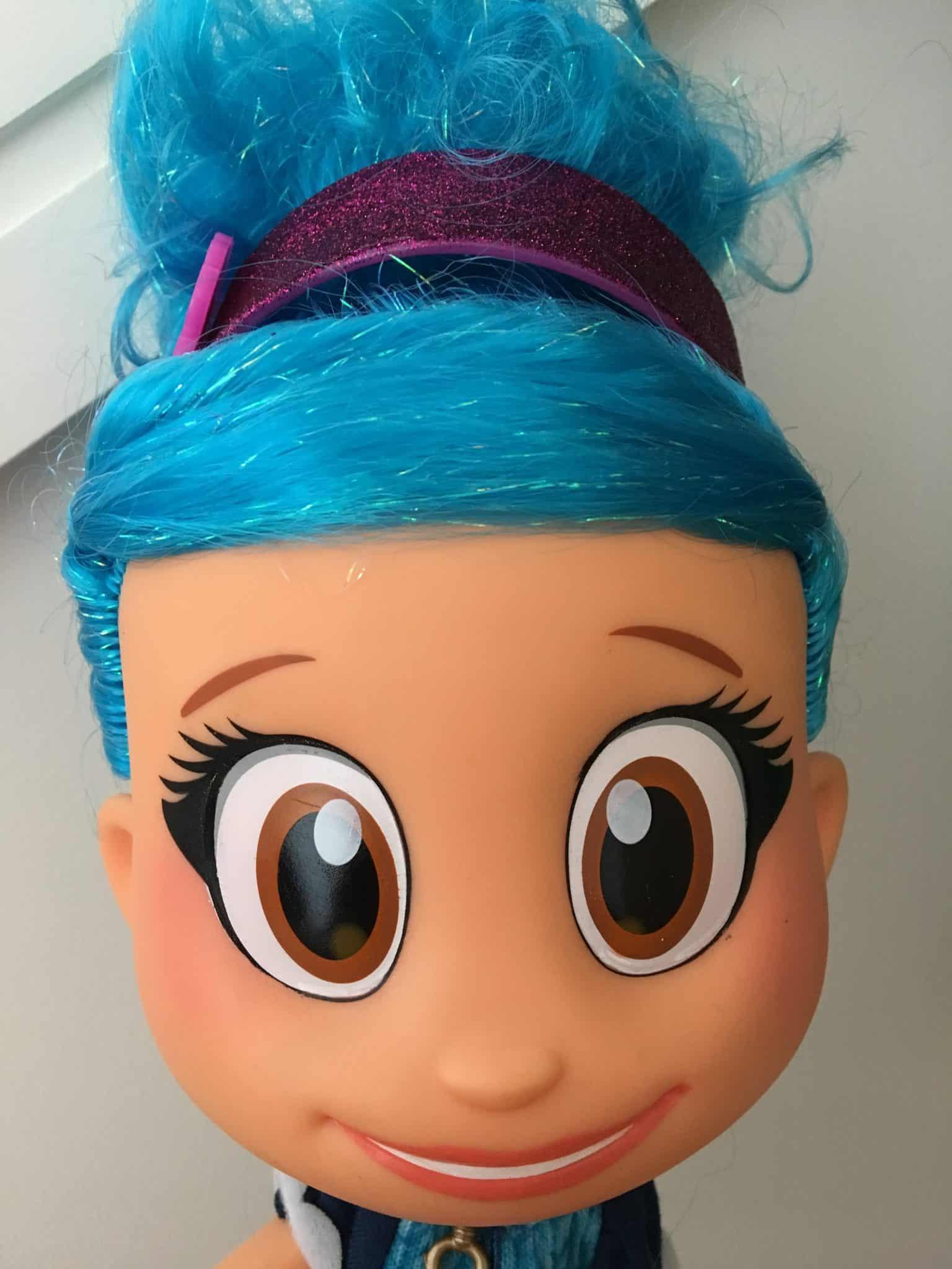 Luna Petunia Big eyes and blue hair
