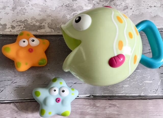 Fish bath watering toy Fun for baby to pour water How many sea stars will you catch? Made for babies Easy to hold