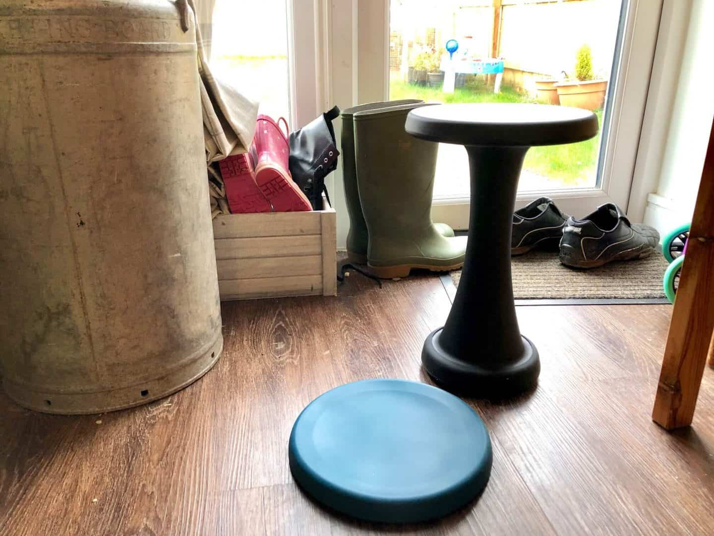 Reviewing The One Leg Stool - use for outdoors