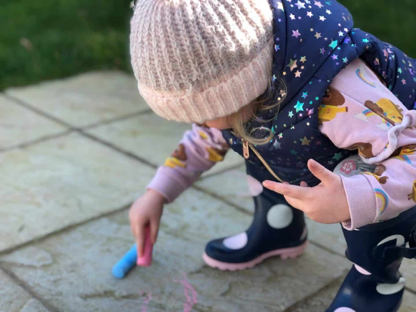 5 Outdoor Activities for Toddlers and Preschoolers - chalk drawing