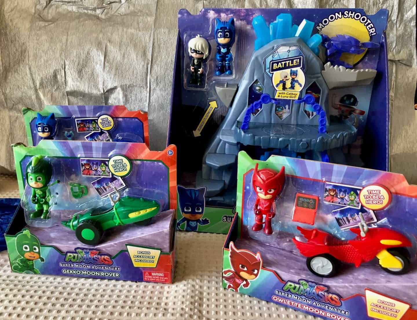 Crafting with PJ Masks: Super Moon Adventures Fortress With Moon Rovers
