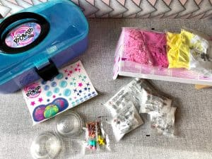 What's included in the So Bomb DIY Vanity Case?