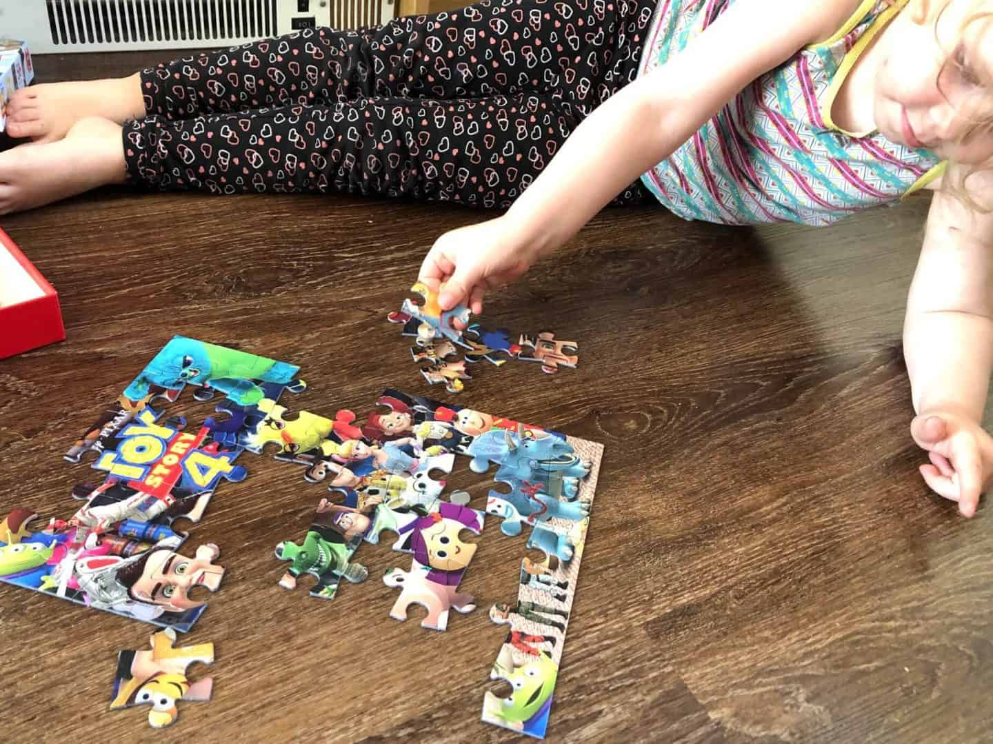 L solving the Toy Story 4 Jigsaw Puzzle