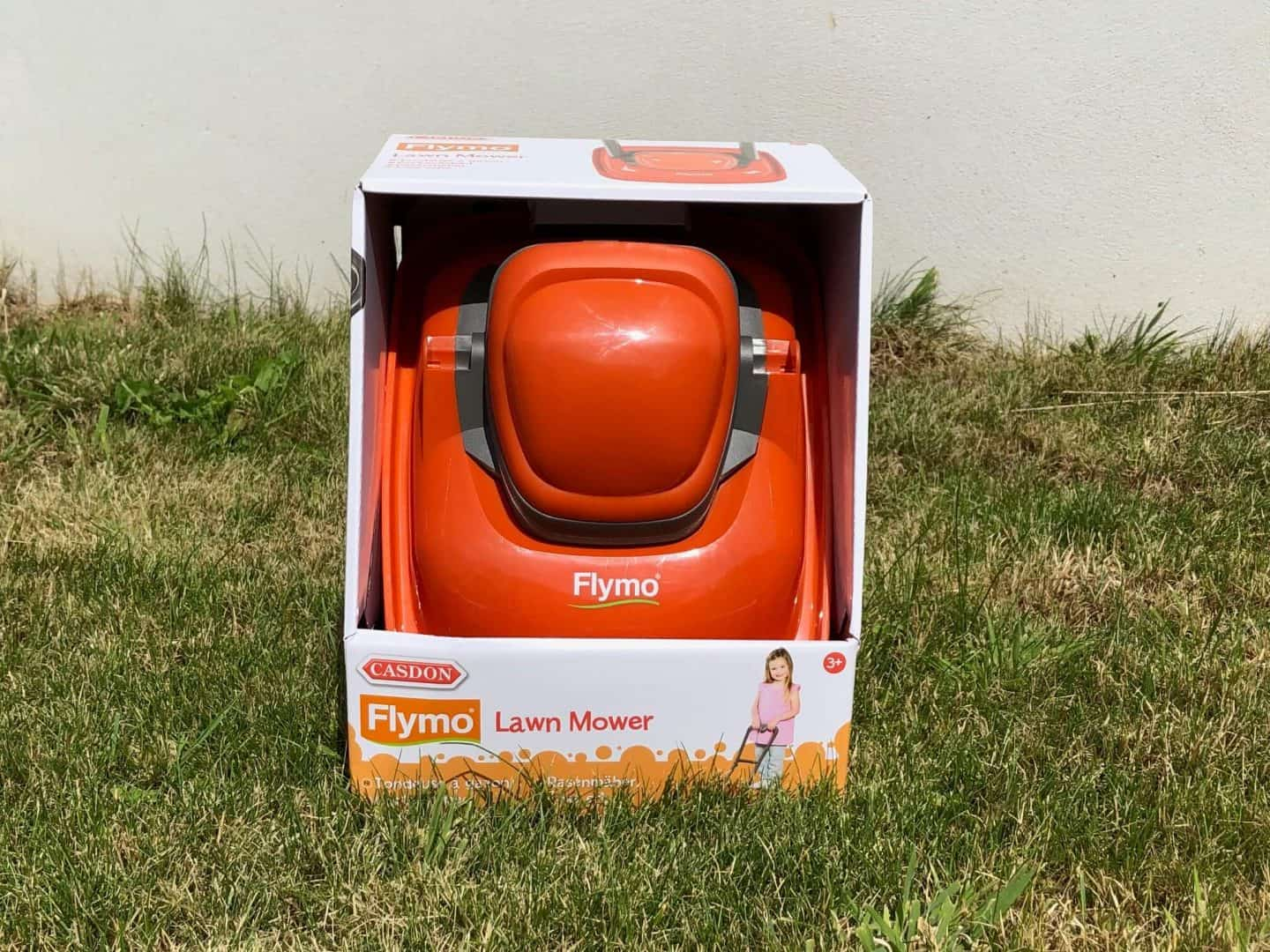 Mowing The Lawn With Casdon Flymo - Review