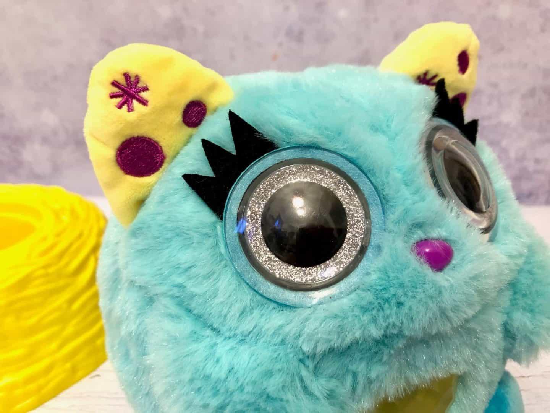 Nestlings sparkly eyes
