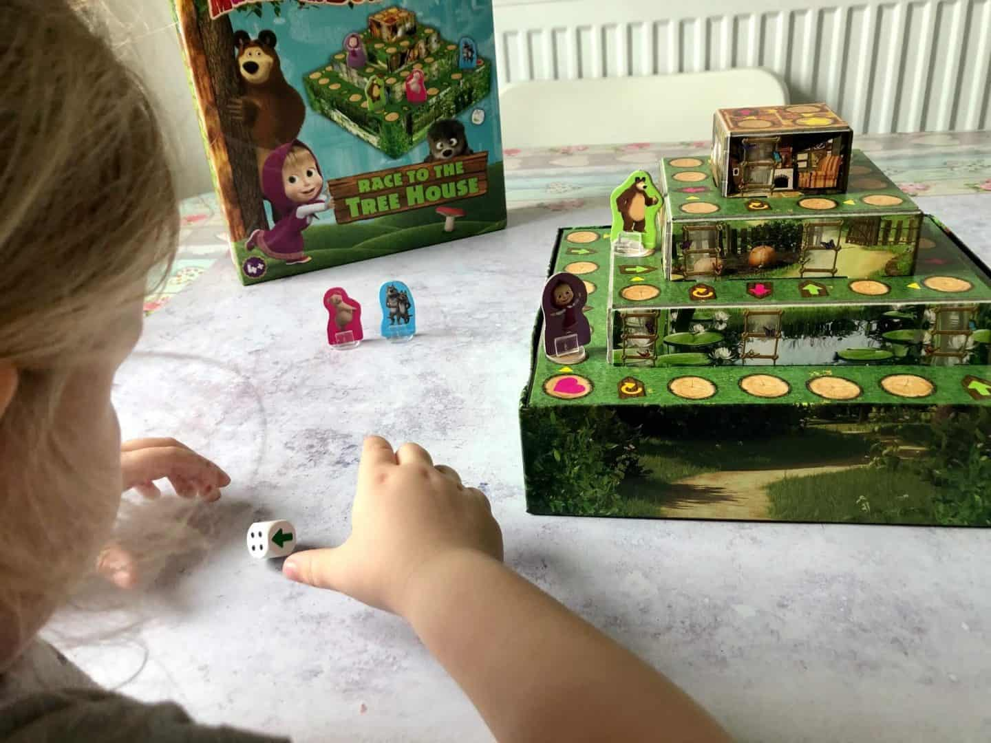 Playing the Masha and Bear game