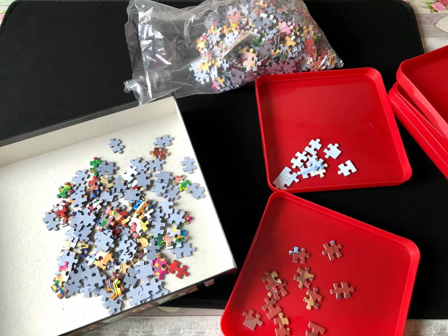 Sorting jigsaw puzzle pieces with the puzzle sorting trays