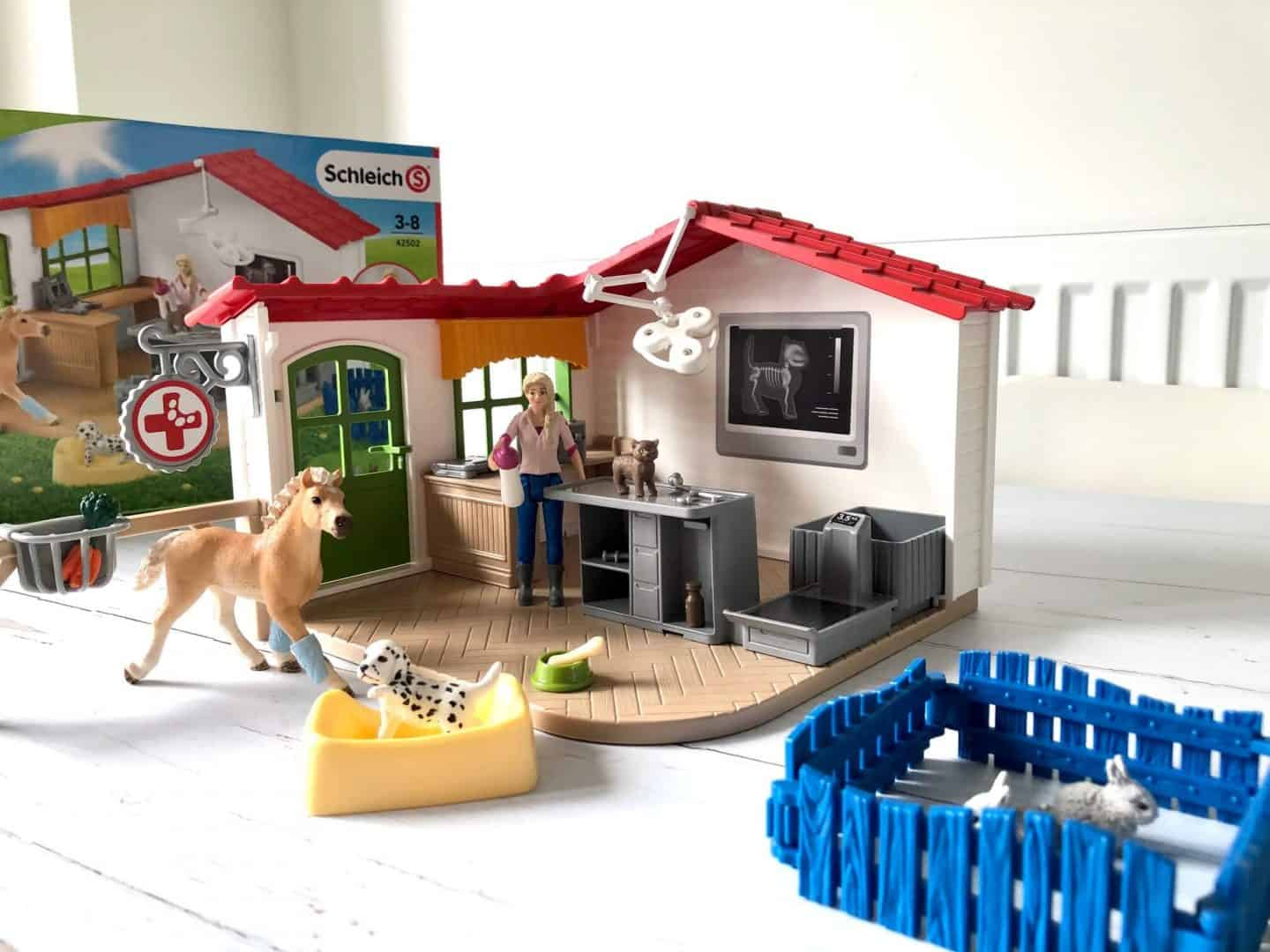 Schleich Farm World Veterinarian practice playset