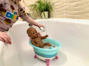 Washing BABY born in the bathtub