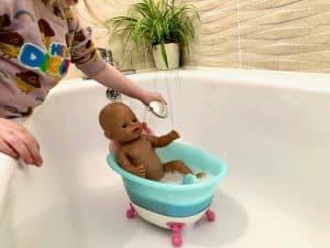 Washing BABY born in the bathtub