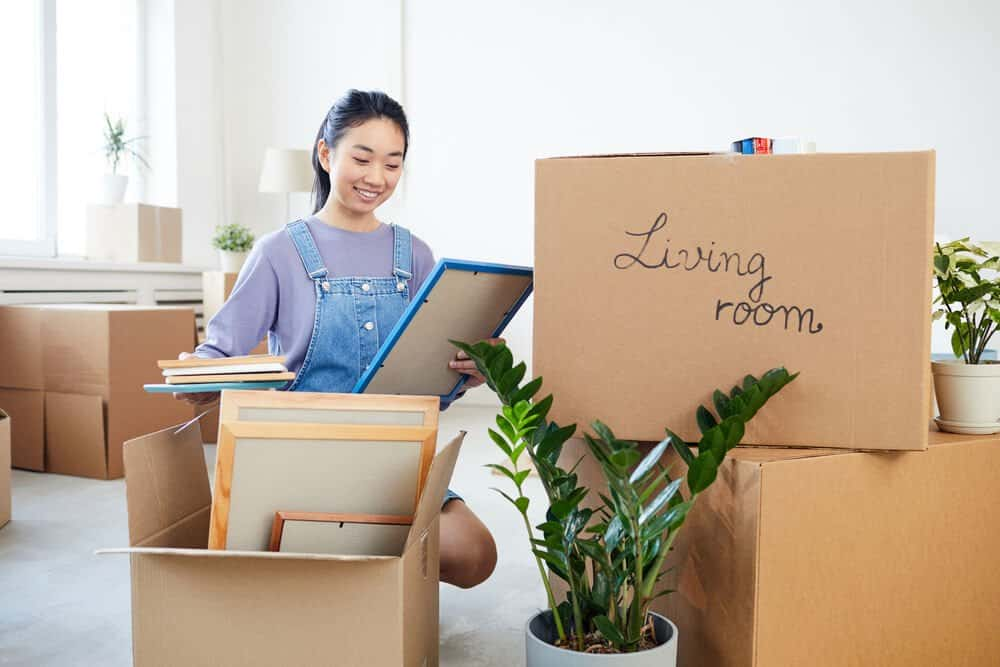 Why It's a Good Idea To Declutter Before Moving House