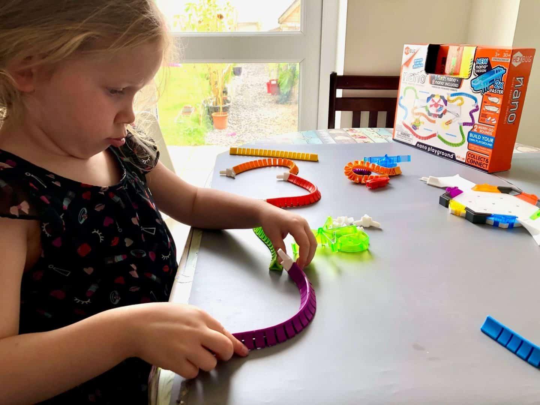 Putting the  track together  - Hexbug nano playground
