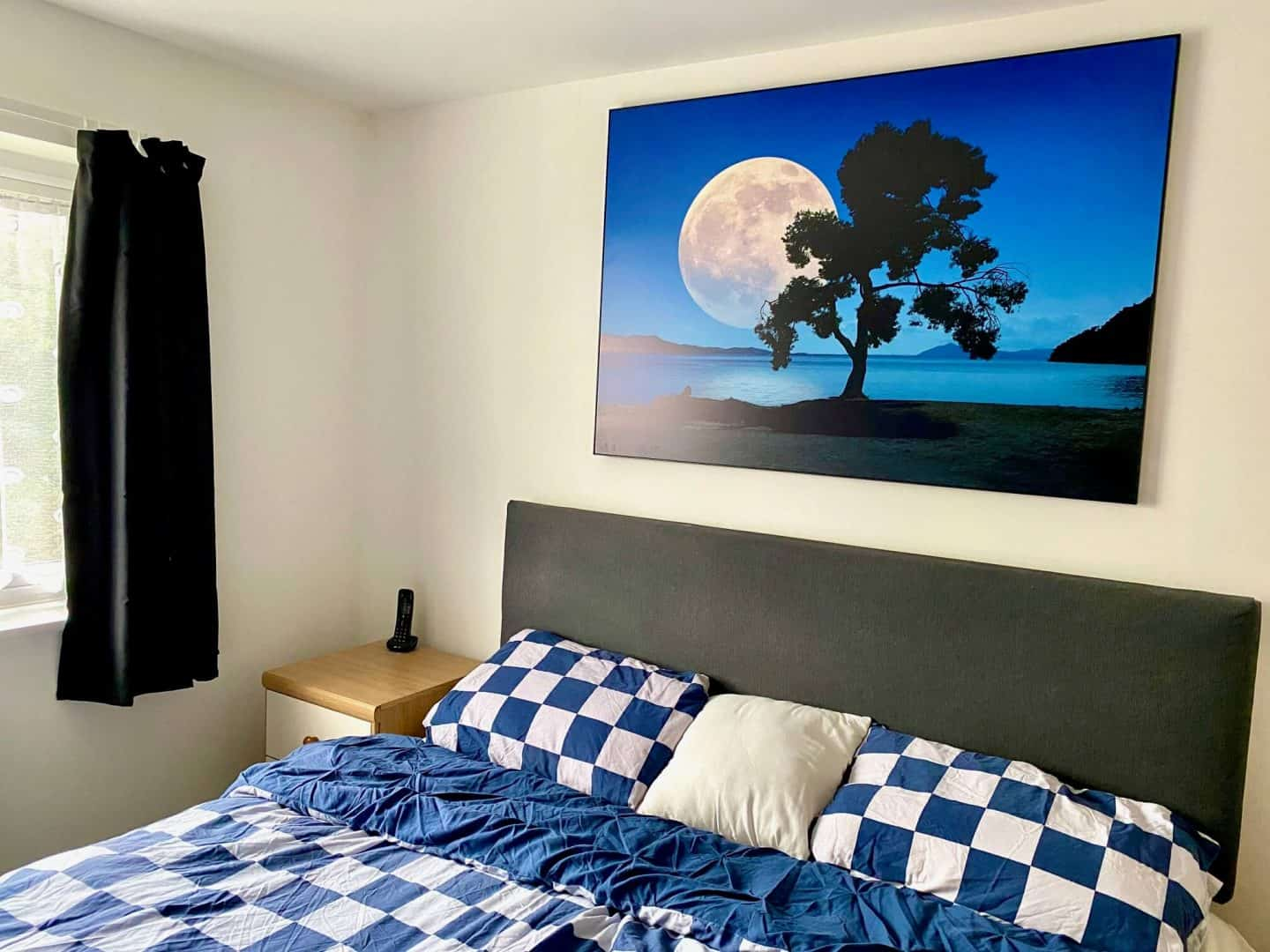 New build Master Bedroom -Super king  size bed with wall art